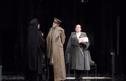 Билеты в театр стоит 650 рублей купить билеты в кино цены